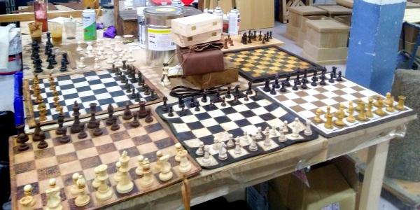 """Leather chess. Netflix """"Dime quién soy"""""""